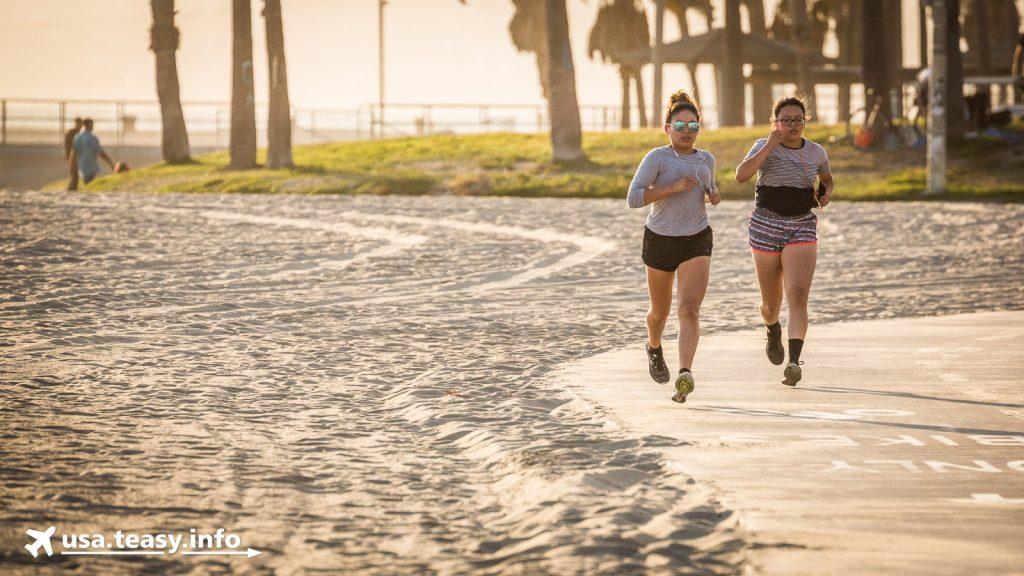 Für Sportler sind neben dem Venice Beach Boardwalk extra Spuren für das Laufen und Radfahren eingerichtet