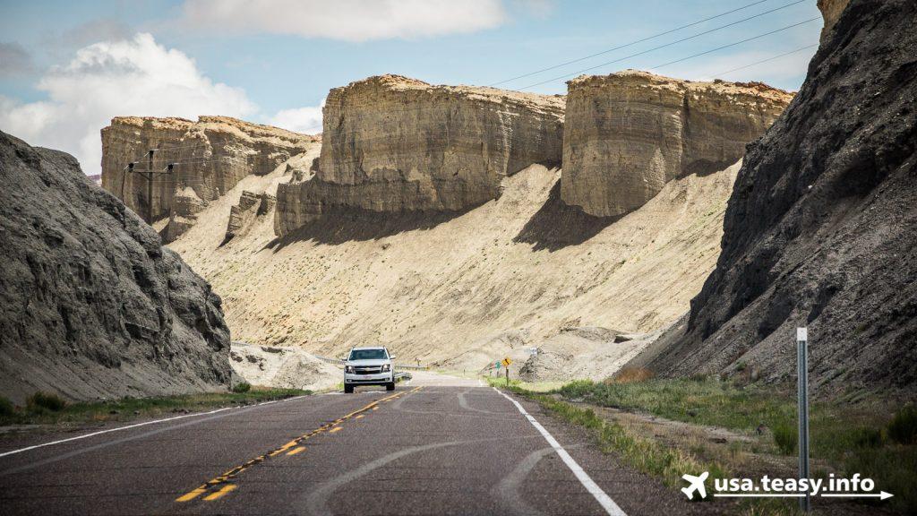On The Road: Fahrt durch die Badlands zwischen Caineville & Hanksville (1)