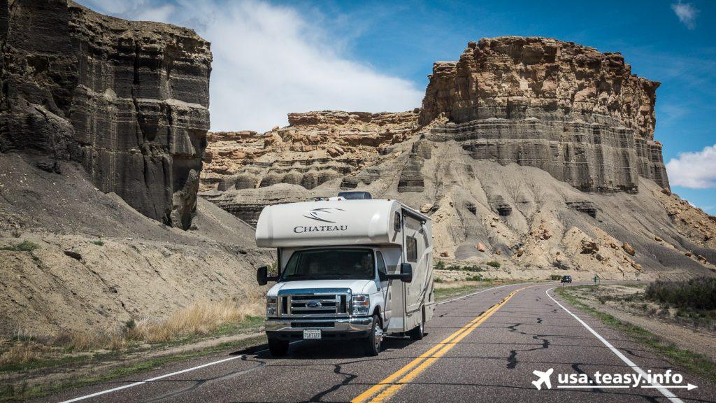 On The Road: Fahrt durch die Badlands zwischen Caineville & Hanksville (3)