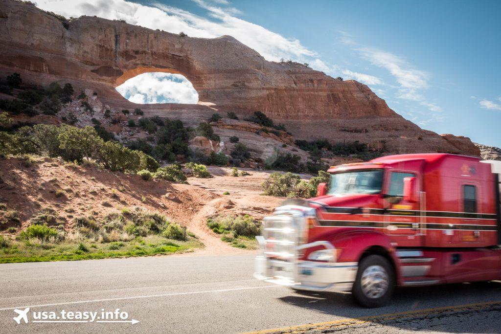 Wilson Arch: Eindrucksvoller Gesteinsbogen direkt am U.S. Highway 191.